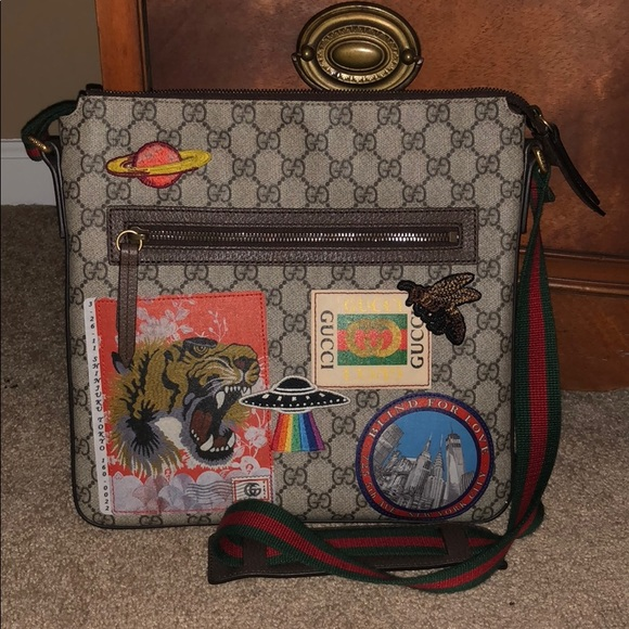 4834c5a7054 Gucci Other - GUCCI COURRIER GG SUPREME MESSENGER